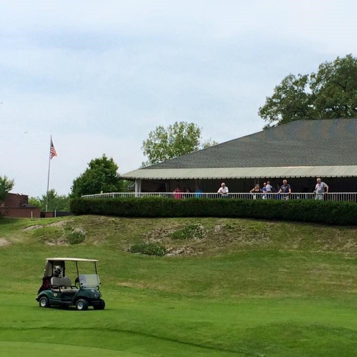 Twaalfskill Club Clubhouse with cart